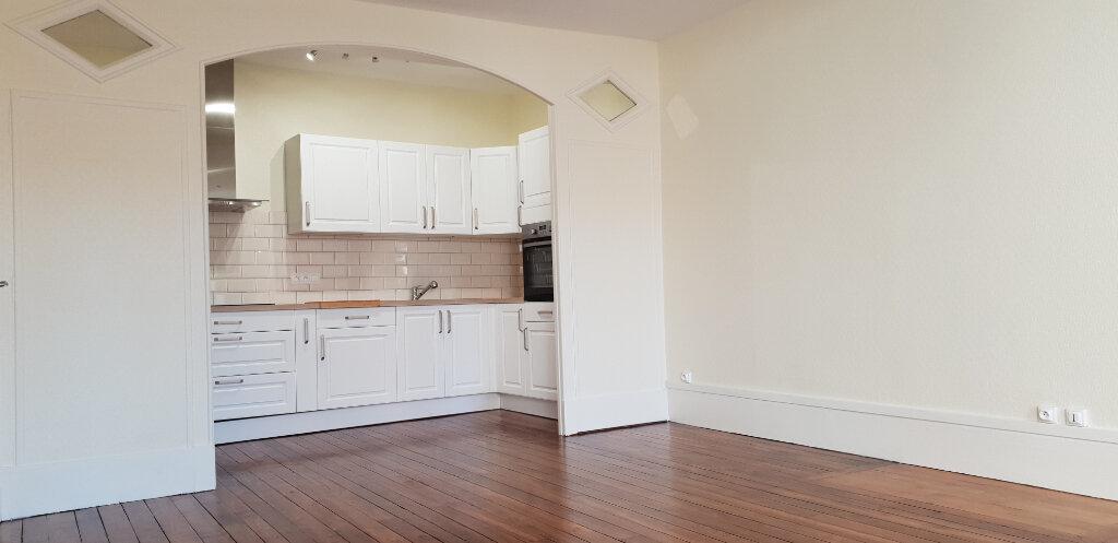 Appartement à louer 3 71m2 à Chaumont vignette-1