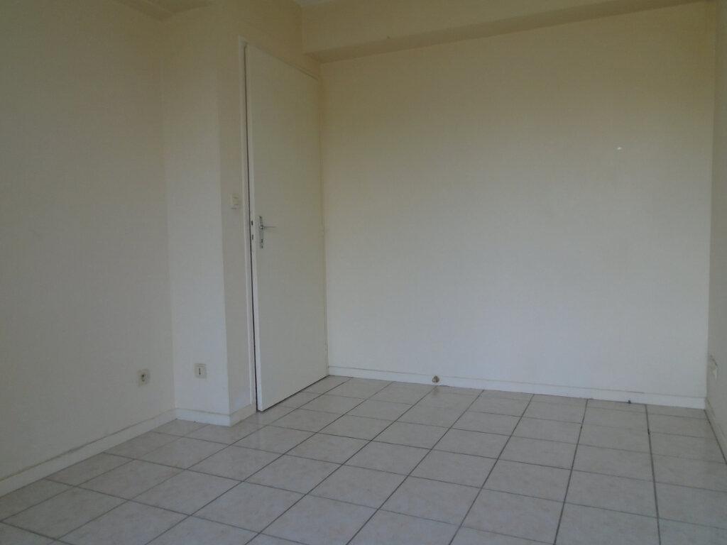 Appartement à louer 3 63m2 à Nogent vignette-3