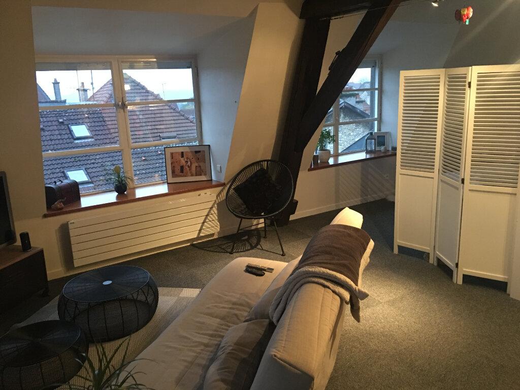 Appartement à louer 1 57m2 à Chaumont vignette-1