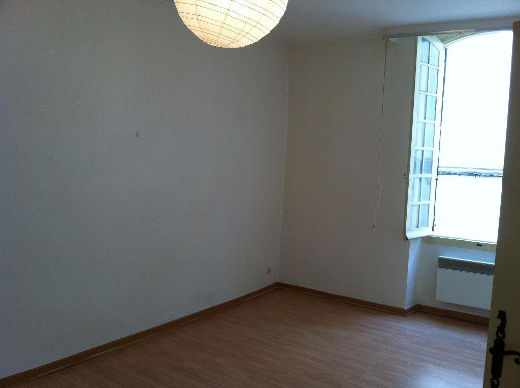 Appartement à louer 3 66m2 à Arles vignette-3