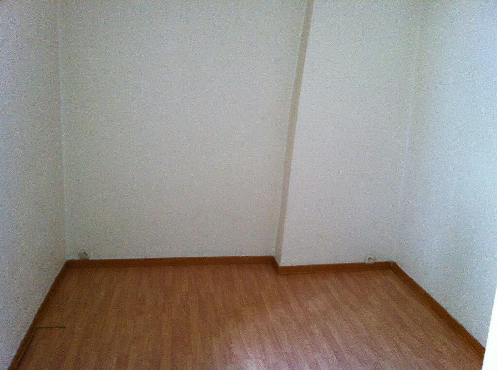 Appartement à louer 3 66m2 à Arles vignette-6
