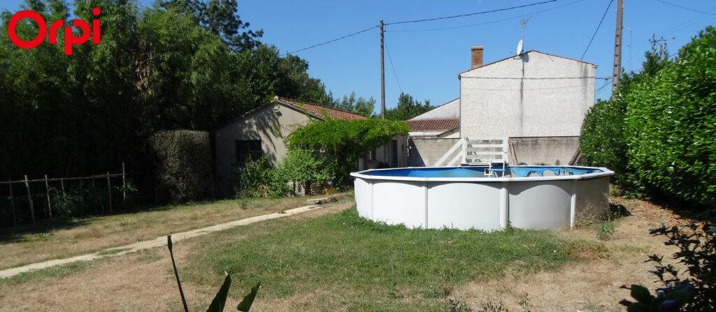 Maison à vendre 7 145m2 à L'Île-d'Elle vignette-1
