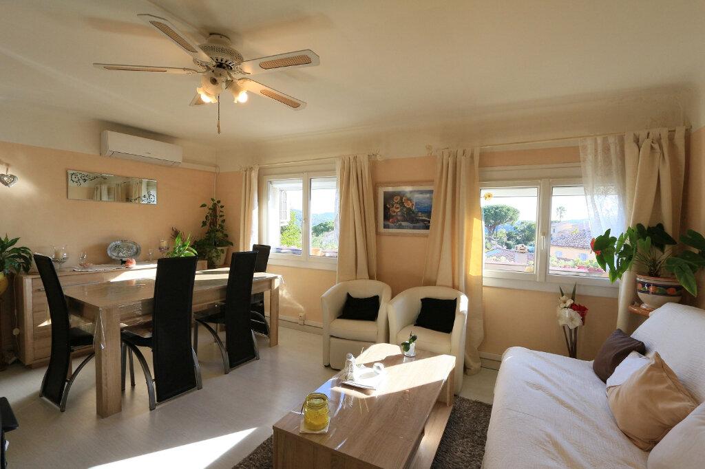 Appartement à vendre 2 64.45m2 à Pierrefeu-du-Var vignette-1