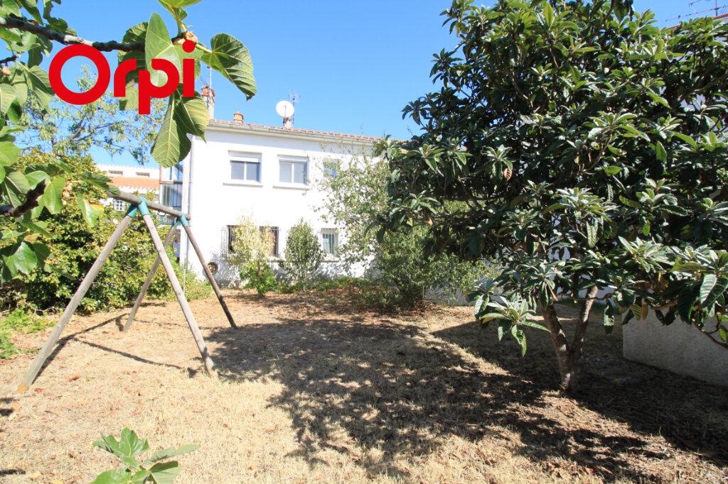 Maison à vendre 6 122m2 à Saint-Estève vignette-1