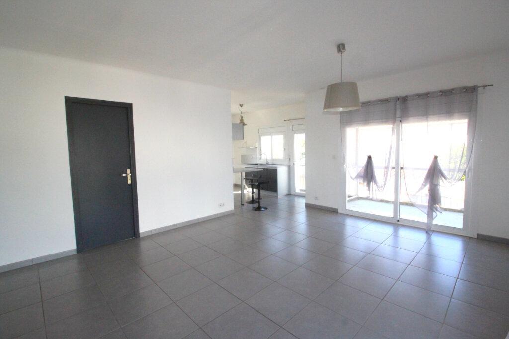 Maison à vendre 6 122m2 à Saint-Estève vignette-3