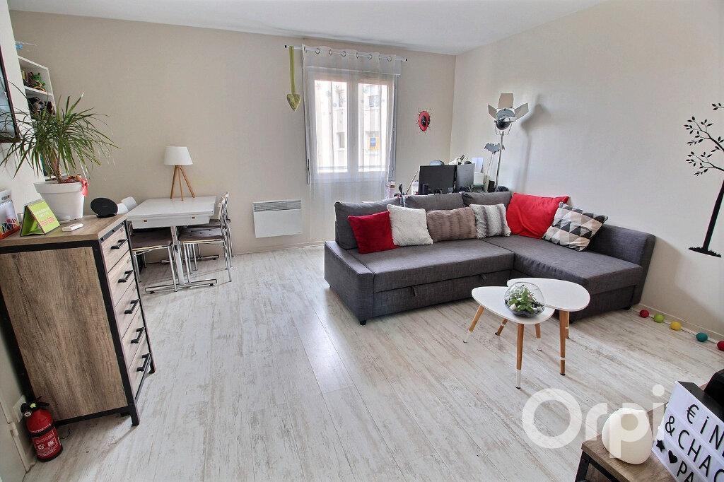 Appartement à vendre 2 52m2 à Montigny-le-Bretonneux vignette-1