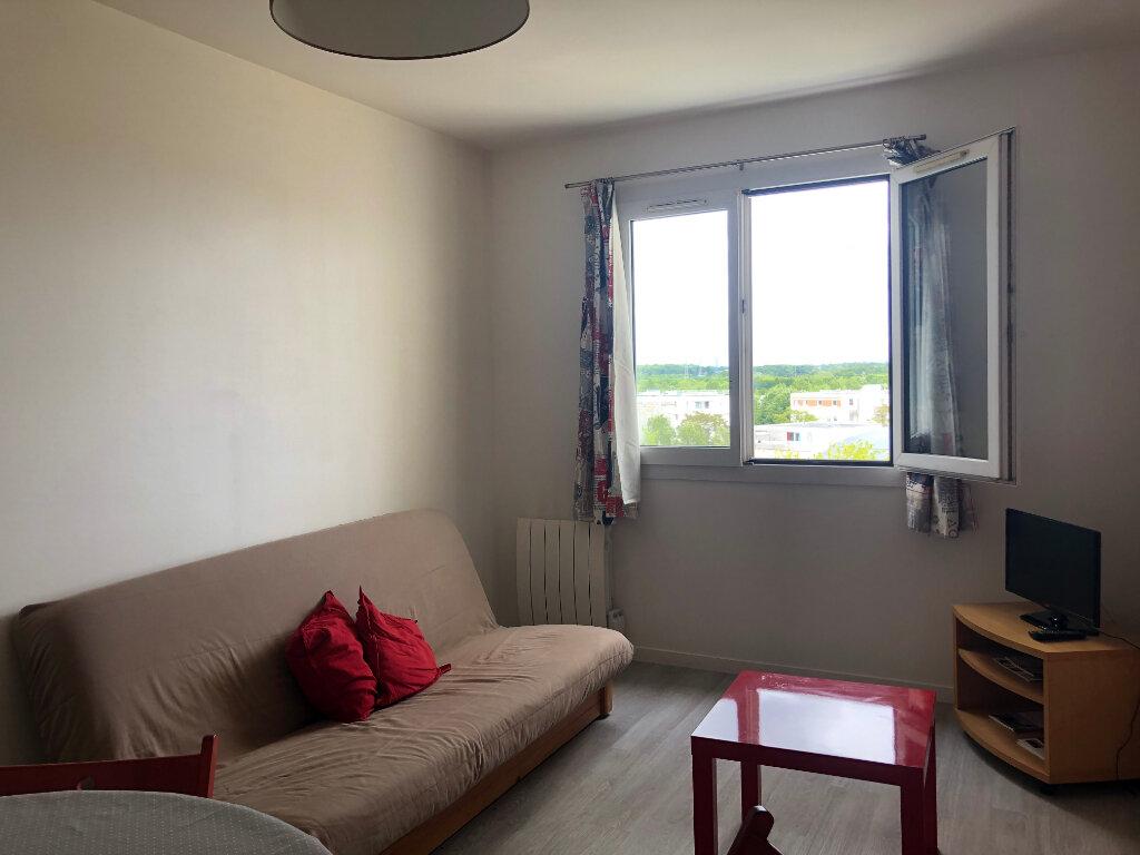 Appartement à louer 3 50m2 à Élancourt vignette-3