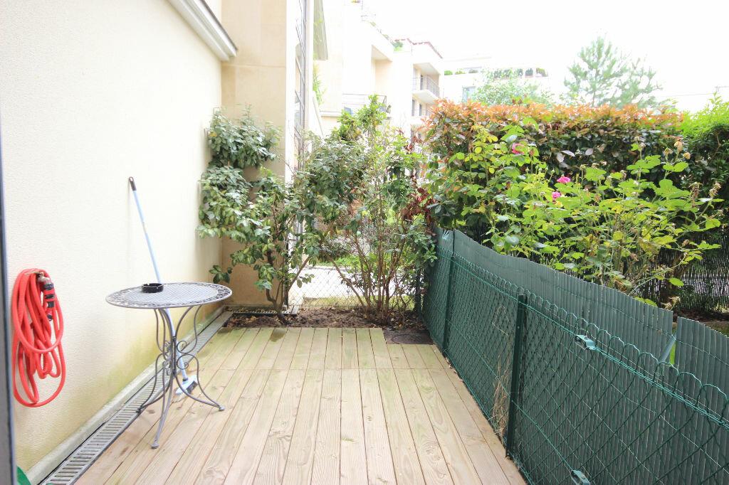 Appartement à louer 1 26m2 à Élancourt vignette-4