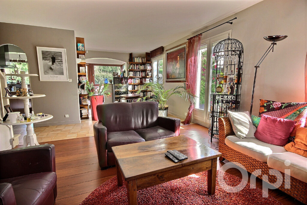 Maison à vendre 6 134m2 à Élancourt vignette-3