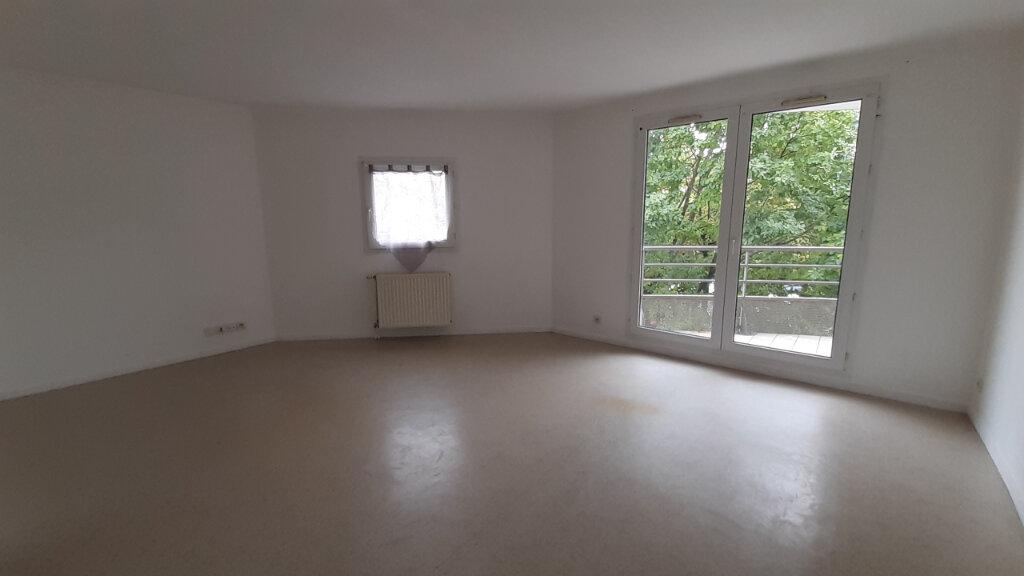 Appartement à louer 3 64m2 à Élancourt vignette-1