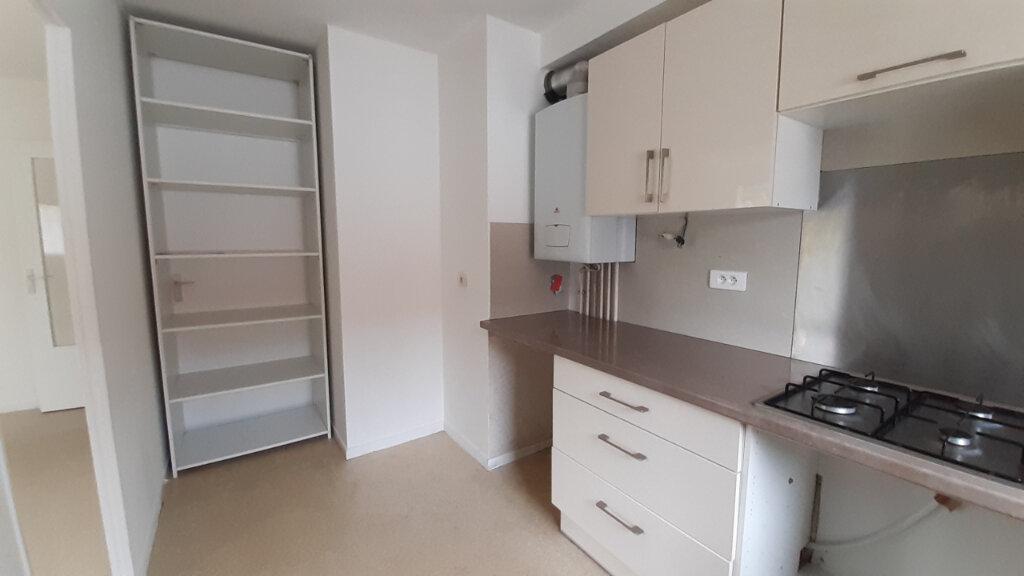 Appartement à louer 3 64m2 à Élancourt vignette-4