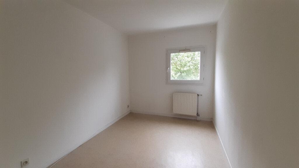 Appartement à louer 3 64m2 à Élancourt vignette-5