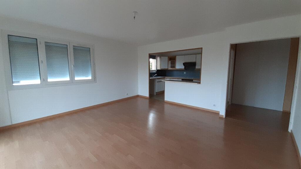 Appartement à louer 3 70m2 à Élancourt vignette-1