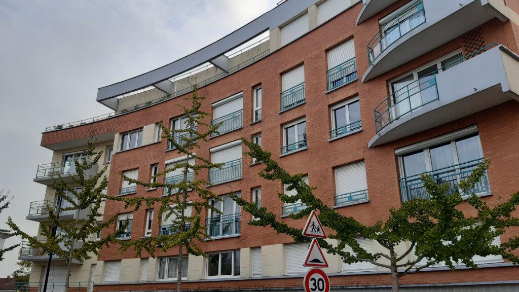 Appartement à louer 3 70m2 à Élancourt vignette-2