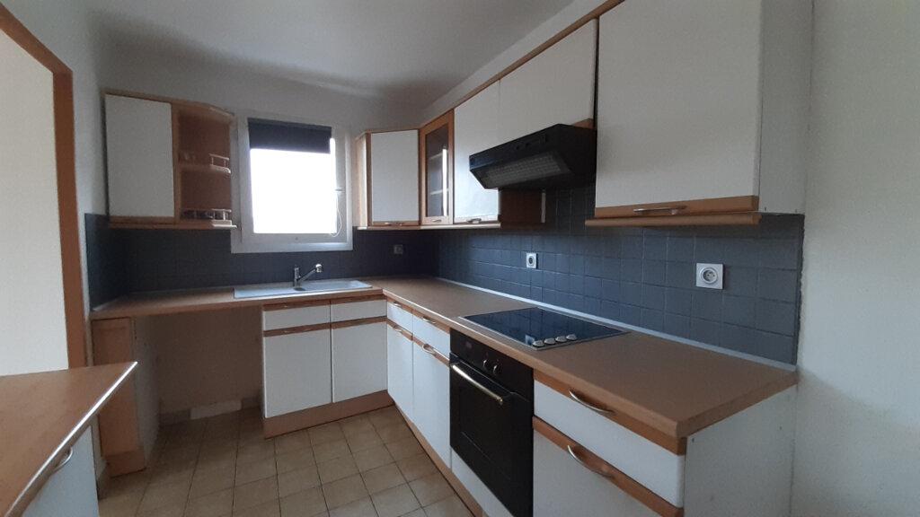 Appartement à louer 3 70m2 à Élancourt vignette-4