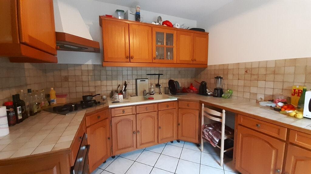 Appartement à louer 7 153m2 à Maurepas vignette-4