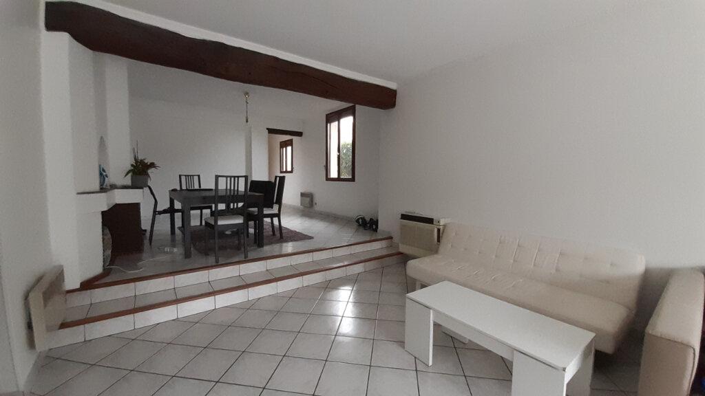 Appartement à louer 7 153m2 à Maurepas vignette-6