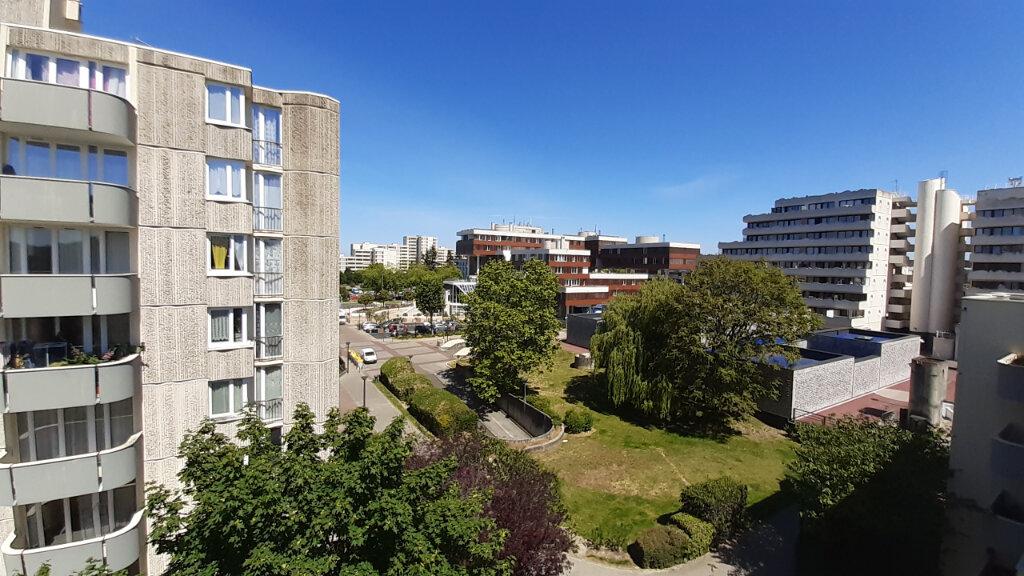 Appartement à louer 4 82m2 à Élancourt vignette-1
