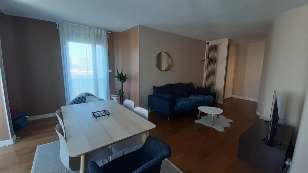 Appartement à louer 4 82m2 à Élancourt vignette-3