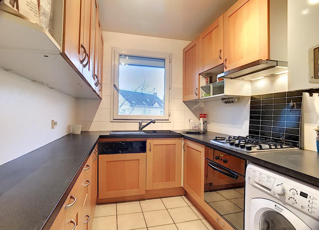 Appartement à louer 3 61.61m2 à Guyancourt vignette-3