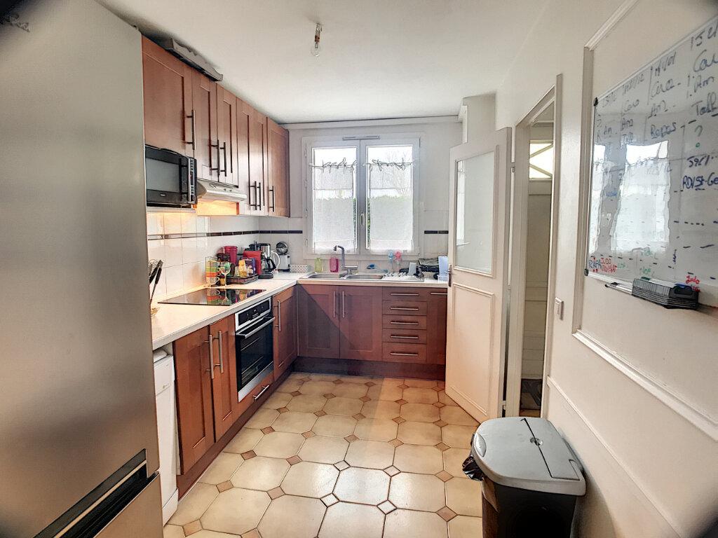 Maison à vendre 6 106m2 à Guyancourt vignette-3