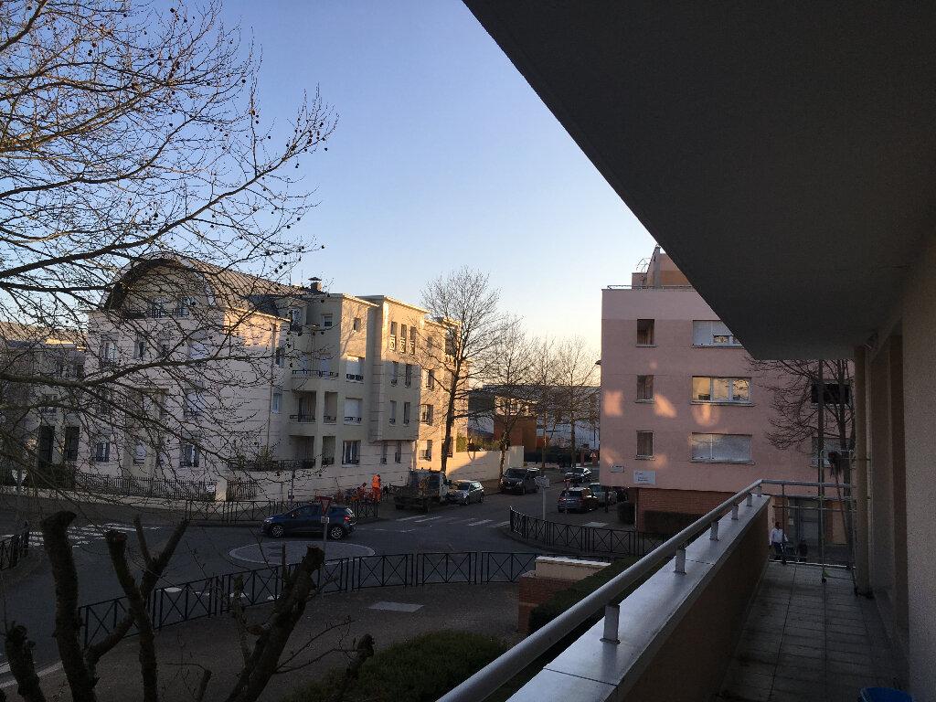 Appartement à louer 4 84.02m2 à Guyancourt vignette-1