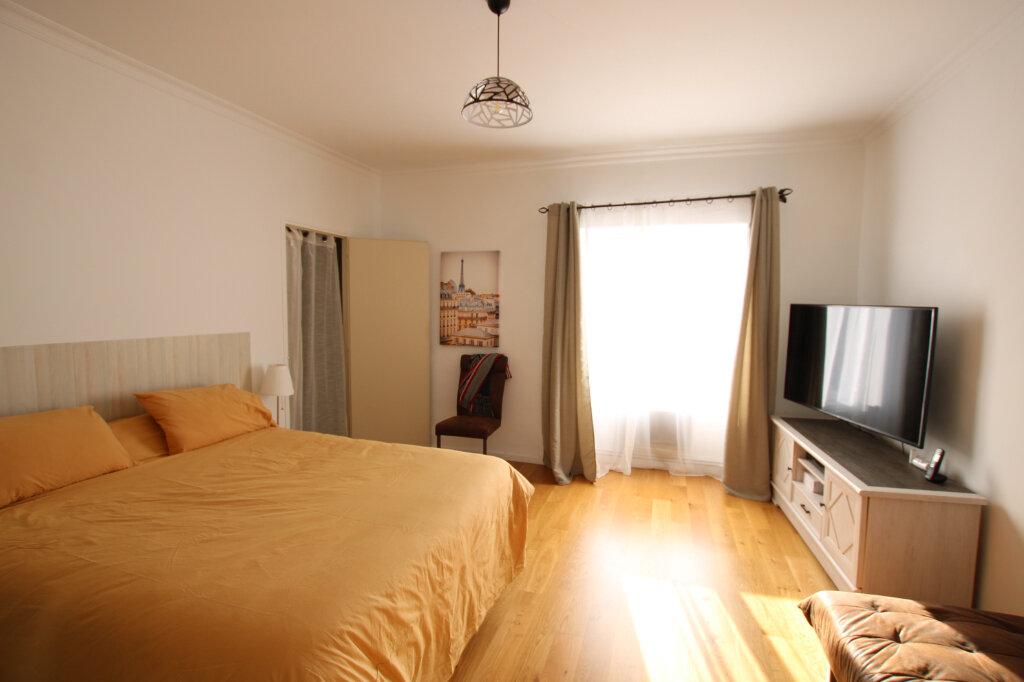 Appartement à louer 3 110m2 à Morières-lès-Avignon vignette-3