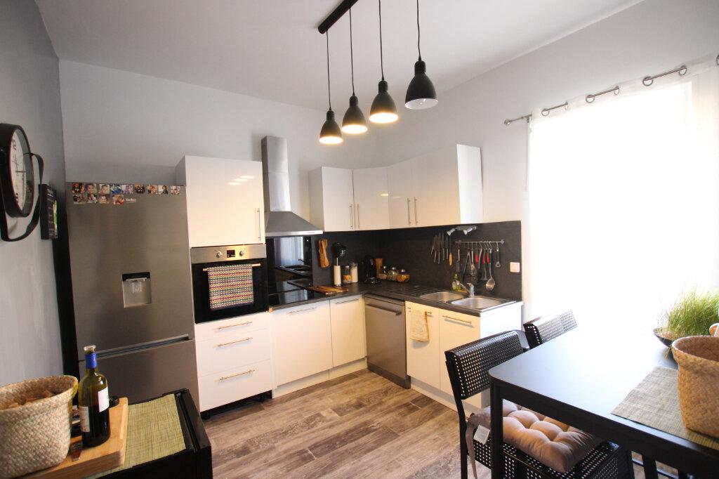Appartement à louer 3 110m2 à Morières-lès-Avignon vignette-7