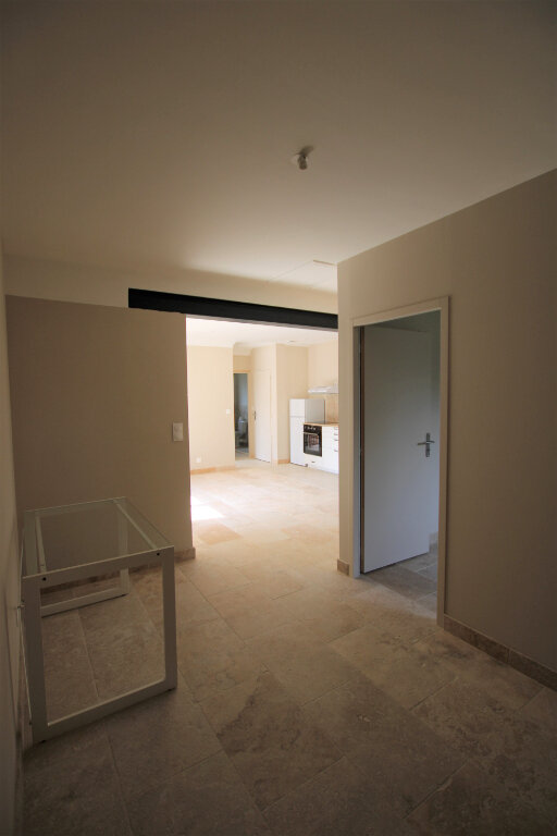 Appartement à louer 3 70m2 à Bédarrides vignette-1