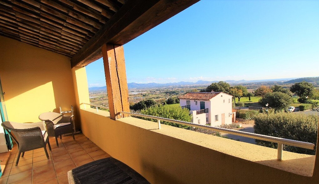 Maison à vendre 6 125m2 à Roquebrune-sur-Argens vignette-1