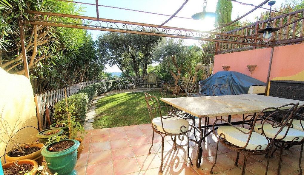 Maison à vendre 6 125m2 à Roquebrune-sur-Argens vignette-3