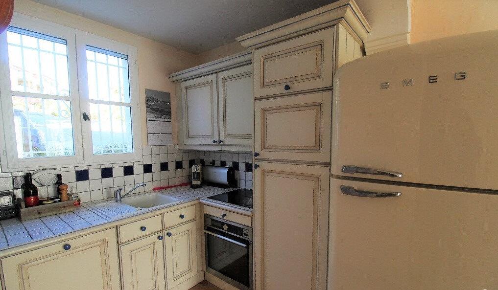 Maison à vendre 6 125m2 à Roquebrune-sur-Argens vignette-9