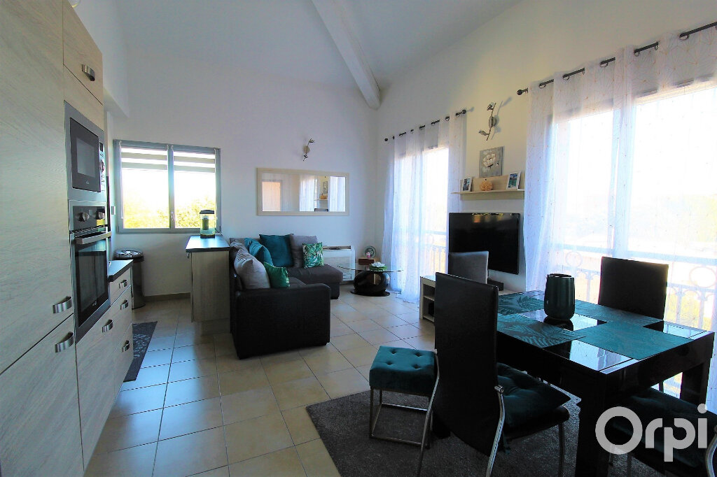 Appartement à louer 3 59.7m2 à Roquebrune-sur-Argens vignette-2
