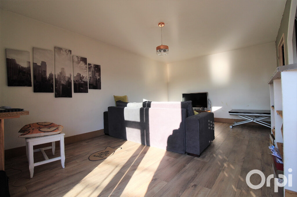 Appartement à louer 2 47.4m2 à Fréjus vignette-1