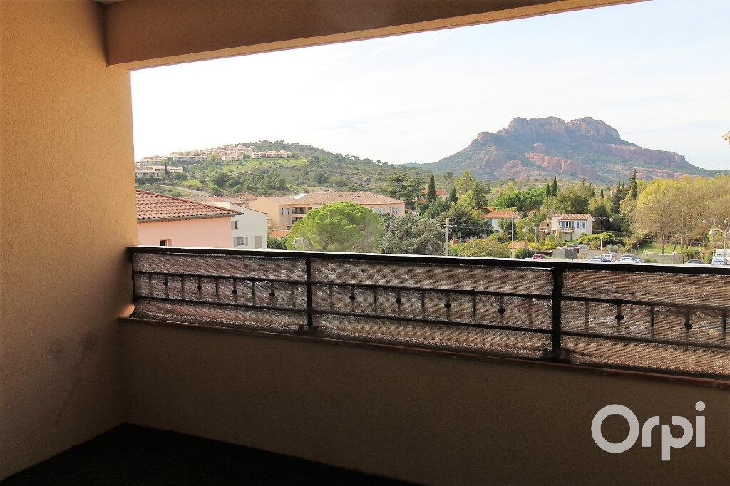 Appartement à louer 3 65.85m2 à Roquebrune-sur-Argens vignette-1