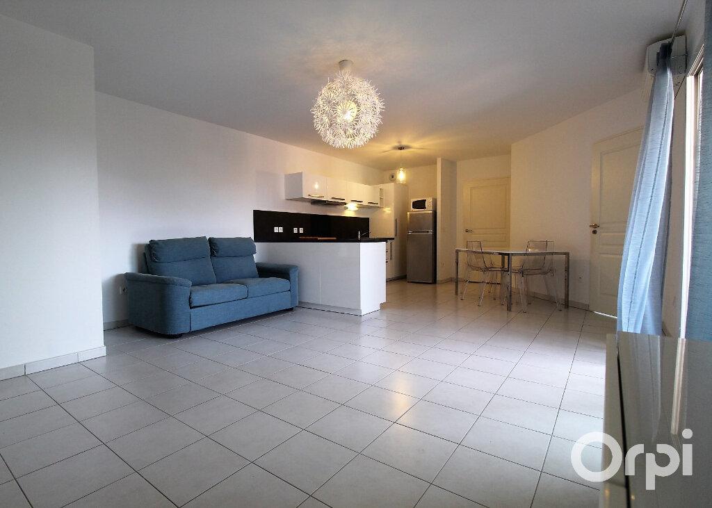 Appartement à louer 3 65.85m2 à Roquebrune-sur-Argens vignette-3