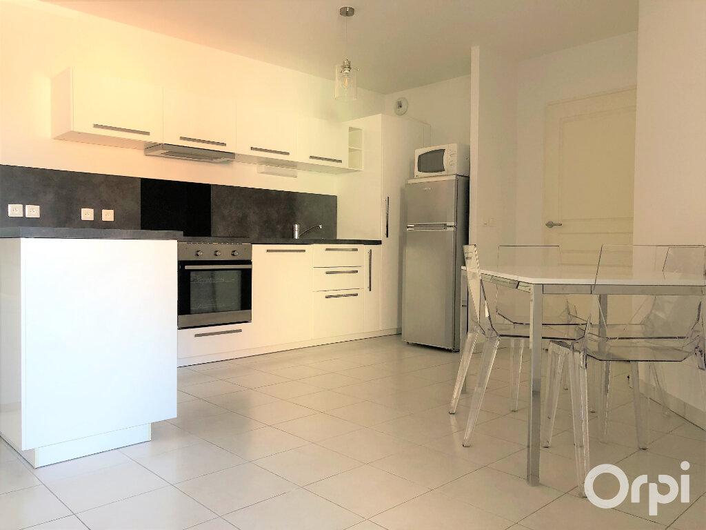 Appartement à louer 3 65.85m2 à Roquebrune-sur-Argens vignette-4