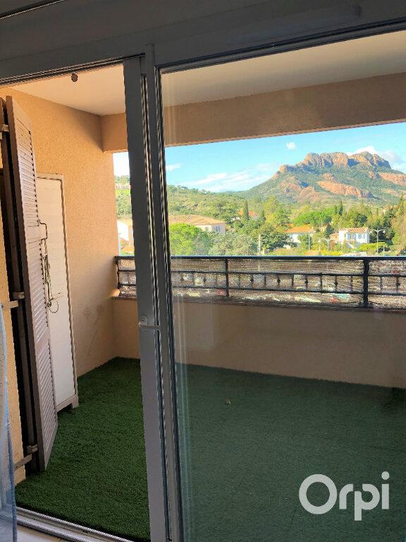 Appartement à louer 3 65.85m2 à Roquebrune-sur-Argens vignette-5