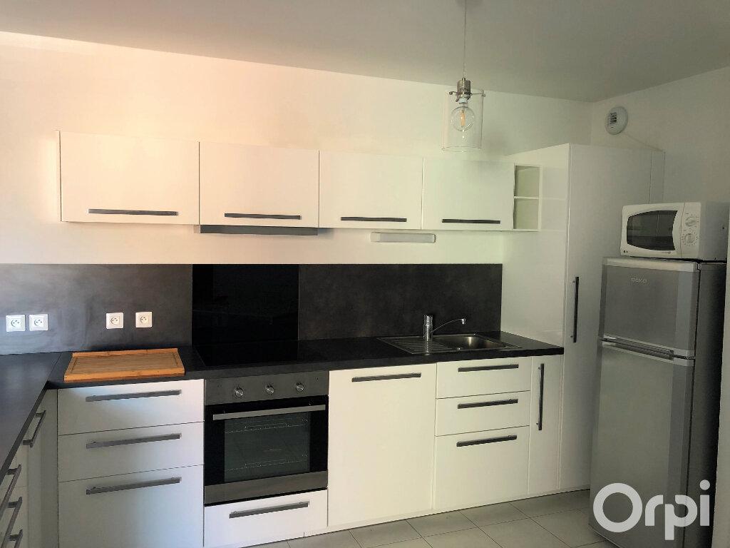 Appartement à louer 3 65.85m2 à Roquebrune-sur-Argens vignette-6