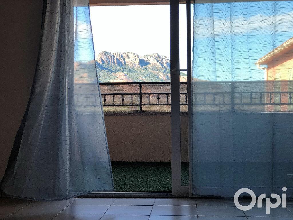 Appartement à louer 3 65.85m2 à Roquebrune-sur-Argens vignette-10