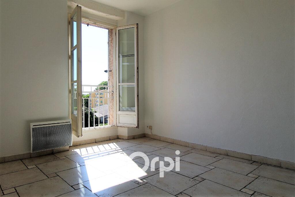 Appartement à louer 3 54m2 à Le Muy vignette-3