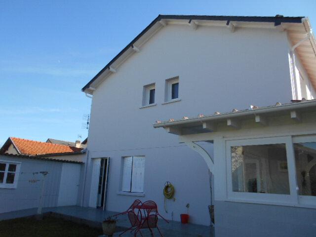 Maison à vendre 9 213m2 à Oloron-Sainte-Marie vignette-1