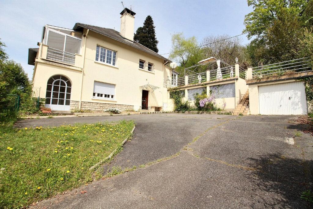 Maison à vendre 7 210m2 à Oloron-Sainte-Marie vignette-1