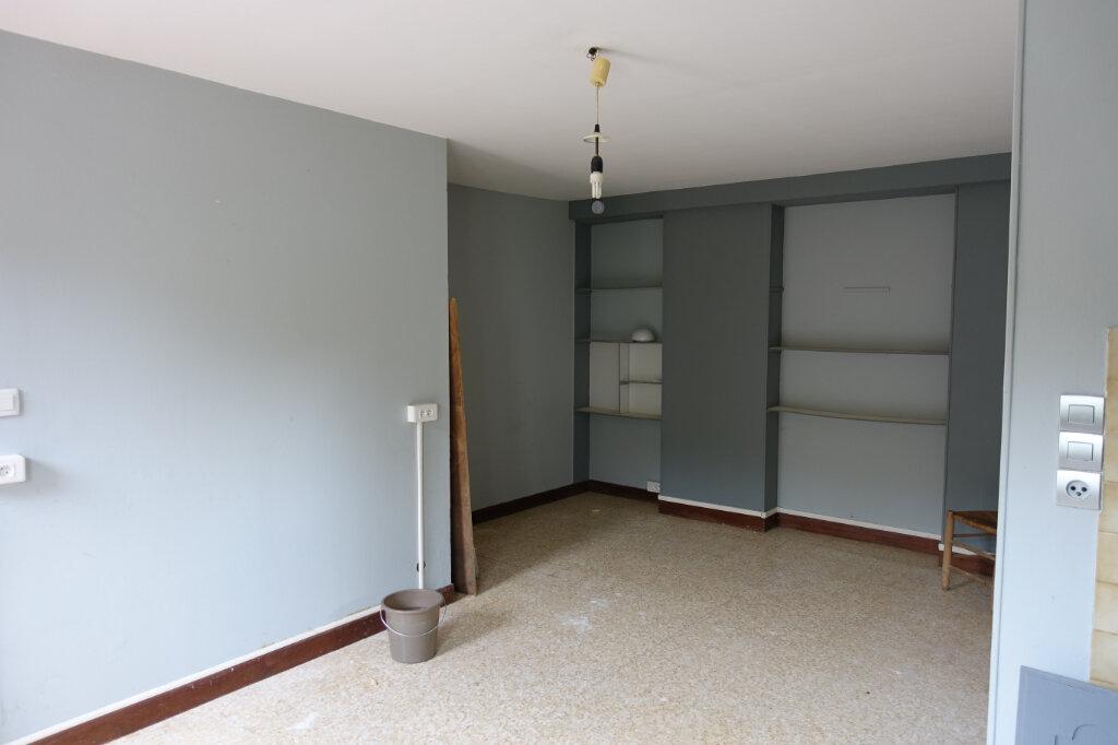 Appartement à louer 3 40.5m2 à Bollène vignette-2