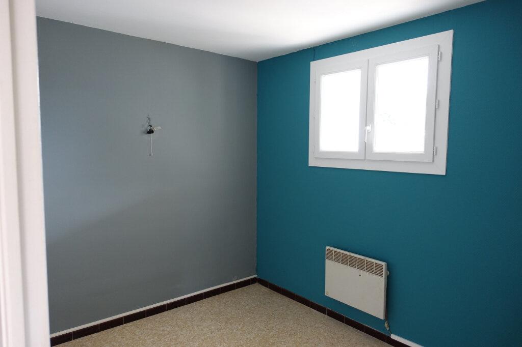 Appartement à louer 3 40.5m2 à Bollène vignette-3