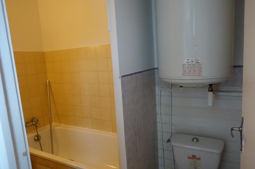 Appartement à louer 3 40.5m2 à Bollène vignette-5