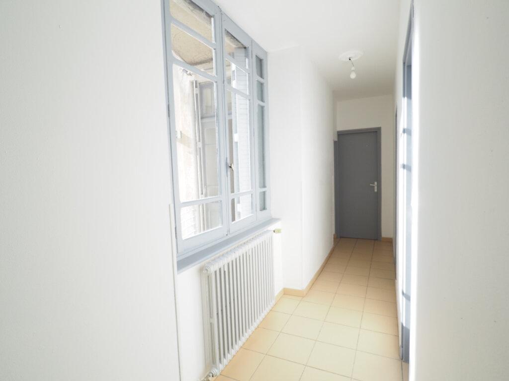 Appartement à vendre 4 106m2 à Bollène vignette-3
