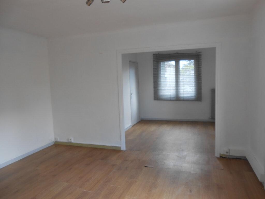Appartement à louer 4 63m2 à Bollène vignette-2