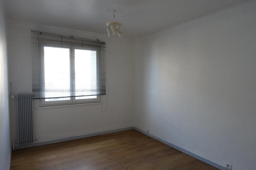 Appartement à louer 4 63m2 à Bollène vignette-6