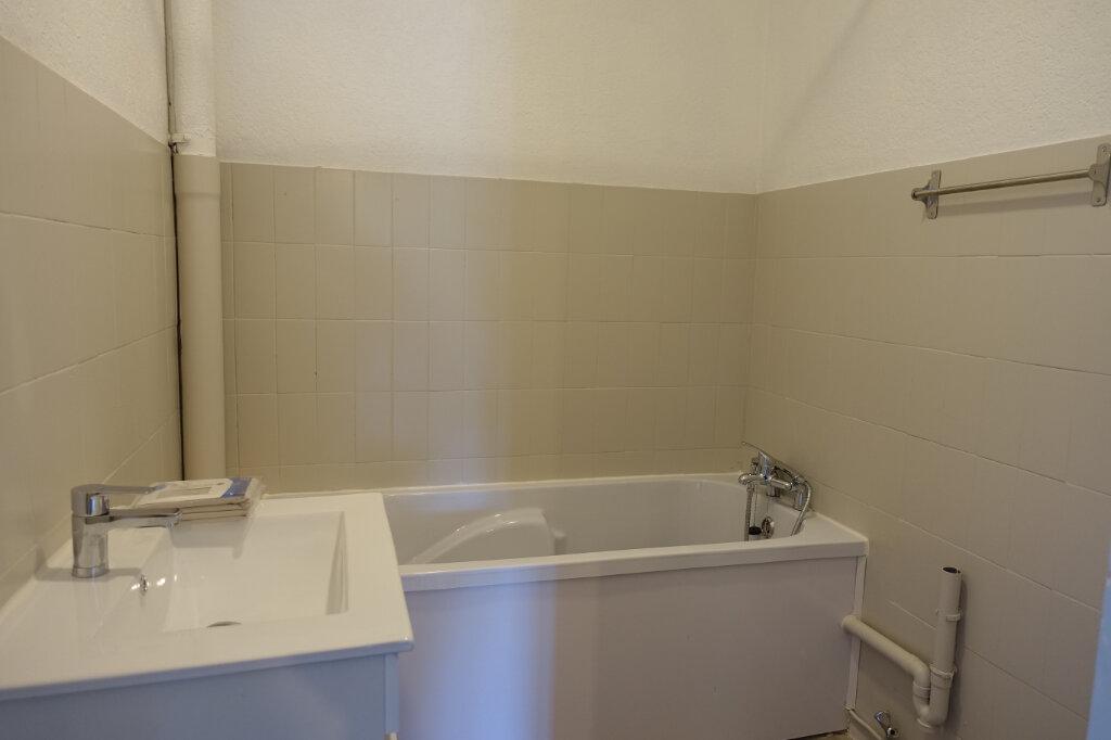Appartement à louer 4 63m2 à Bollène vignette-7